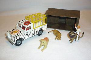 【送料無料】模型車 モデルカー スポーツカー コーギービンテージメタルモデルランドローバーライオンズコーギーcorgi toys vintage metallmodell land rover lions  corgi 101