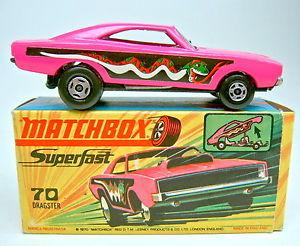 【送料無料】模型車 モデルカー スポーツカー マッチボックスピンクダークグリーンスネークmatchbox sf nr70b dodge dragster pink rare dunkelgrne schlange in box