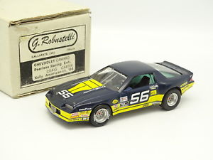 【送料無料】模型車 モデルカー スポーツカー キットモンシボレーカマロケリーカーターrobustelli kit mont 143 chevrolet camaro pearless kelly us chal 1984 carter