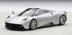 【送料無料】模型車 モデルカー スポーツカー シルバーモデルpagani huayra 2012 silver 143 model 58206 autoart