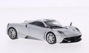 【送料無料】模型車 モデルカー スポーツカー シルバーpagani huayra, silber, 143, autoart