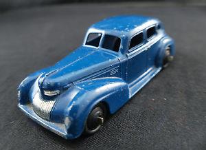 【送料無料】模型車 モデルカー スポーツカー クライスラーロイヤルセダンdinky toys gb 39e chrysler royal sedan 1947