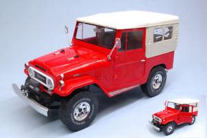 【送料無料】模型車 モデルカー スポーツカー トヨタソフトトップモデルトリプルtoyota land cruiser fj40 1967 w closed soft top red 118 model triple 9
