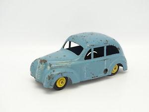 【送料無料】模型車 モデルカー スポーツカー ルノーキャcij tle cl renault juvaquatre bleue