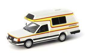 【送料無料】模型車 モデルカー スポーツカー アウディカルトシリーズホワイトaudi 100 bischofberger familywhite1985 autocult 143 ac09003