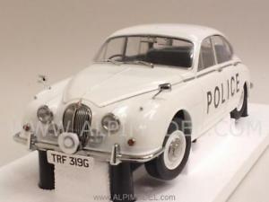 【送料無料】模型車 モデルカー スポーツカー モデルジャガーアイコンjaguar 240 1968 118 model icons 999001
