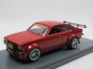 【送料無料】模型車 モデルカー スポーツカー オペルクーペスポイラチューニングモデルショーケースopel kadett c coupe 19731979 rot spoiler tuning modell umbau 124 in vitrine
