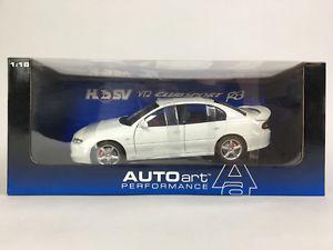 【送料無料】模型車 モデルカー スポーツカー ホールデンコモドール118 autoart holden hsv commodore vt2 clubsport r8 white 73304