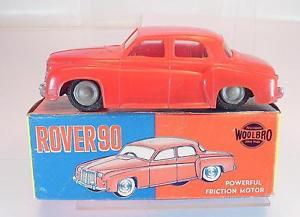【送料無料】模型車 モデルカー スポーツカー プラスチックスピリットレッドボックスwoolbro hong kong plastik rover 90 rot mit friktion in obox 5352