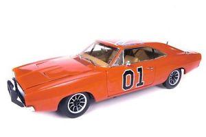 【送料無料】模型車 モデルカー スポーツカー ダッジdodge charger general lee dukes of hazard 118 autoworld