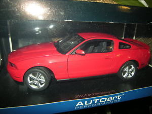 【送料無料】模型車 モデルカー スポーツカー フォードムスタングトーチ118 autoart ford mustang gt 2010 torch redrot nr 72913 ovp