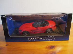 【送料無料】模型車 モデルカー スポーツカー ダッジバイパープロトタイプバージョン gor 118 autoart dodge viper srt 10 2003 prototype version neu ovp