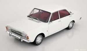 【送料無料】模型車 モデルカー スポーツカー フォードセダンホワイト118 bos ford taunus 17m p7a saloon 1967 white