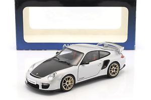 【送料無料】模型車 モデルカー スポーツカー ポルシェグアテマラシルバーporsche 911 997 gt2 rs baujahr 2010 silber 118 autoart