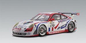 【送料無料】模型車 モデルカー スポーツカー ポルシェルマングアテマラスリーツロングautoart porsche 911 997 gt3 rsr lemans gt2 class winner 2007 rlietz plong