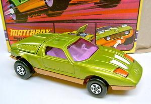 【送料無料】模型車 モデルカー スポーツカー マッチメルセデストップボックスメタリックグリーンオレンジゴールドパープルディスクmatchbox k30a mercedes c111 grnmetallicorangegold lila scheiben top in box
