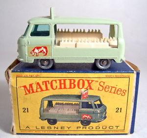 【送料無料】模型車 モデルカー スポーツカー マッチミルクボックスフロートmatchbox rw 21c milk float kuh mit silbernen rdern in d box