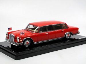 【送料無料】模型車 モデルカー スポーツカー モデルメルセデスベンツプルマンレッドバロンヒルトンファミリーtruescale tsm model 1972 mercedesbenz 600 pullman red baron hilton family 143