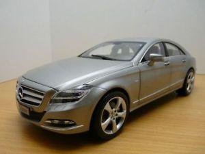 【送料無料】模型車 モデルカー スポーツカー メルセデスチタニウムmercedes cls 2011 gris titanium designo alubeam 118