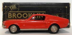 【送料無料】模型車 モデルカー スポーツカー スケールフォードムスタング