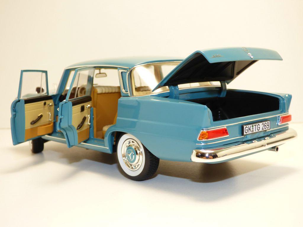 【送料無料】模型車 190 モデルカー スポーツカー モデルカー メルセデスヴェールモスmercedes 1966 200 berline vert moosgreen 1966 118 w110 190, カーテンラグのクーカンNetshop:b3ea30d5 --- rakuten-apps.jp