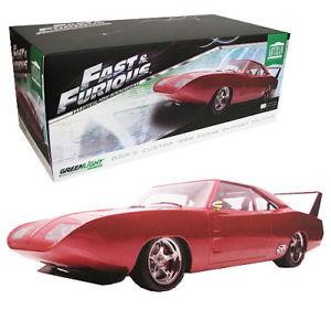 【送料無料】模型車 モデルカー スポーツカー gl19003 by greenlight dodge doms charger daytona 1969 fast and furious 6 118