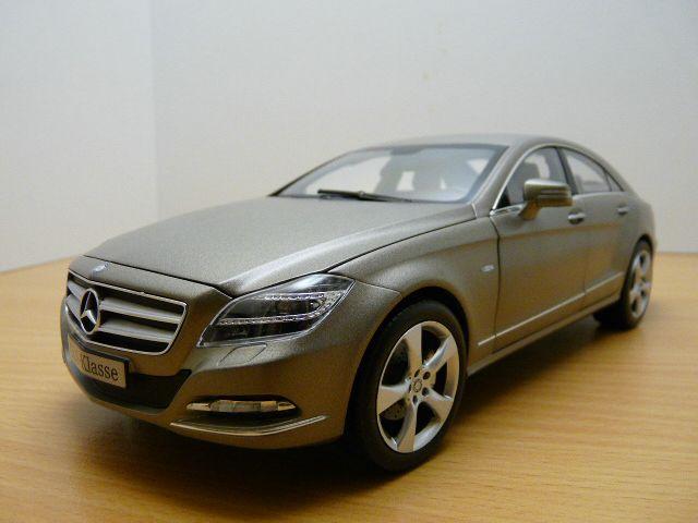 【送料無料】模型車 モデルカー スポーツカー メルセデスmercedes cls 2011 gris manganit shape 118