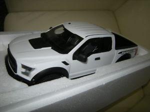 【送料無料】模型車 モデルカー スポーツカー グアテマラフォードホワイトホワイト118 gtspirit ford f150 raptor whiteweiss limited edition nr 195 in ovp