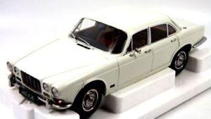 【送料無料】模型車 モデルカー スポーツカー ジャガーシリーズホワイトダイカストパラゴンホワイトjaguar xj series 1 rhd mki limousin 1971 weiss white diecast paragon 118