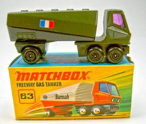 【送料無料】模型車 モデルカー スポーツカー マッチガスタンカーブラックオリーブグリーンフランスmatchbox sf nr63b gas tanker schwarzolivgrn franzsische flagge