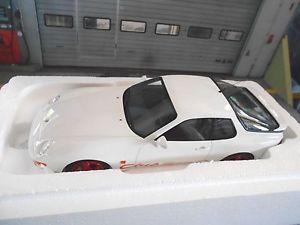 【送料無料】模型車 モデルカー スポーツカー ポルシェクーペクラブスポーツホワイトレッドホワイトporsche 968 coupe club sport cs weiss rot white 1993 resin gt spirit 118