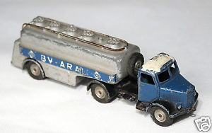 【送料無料】模型車 モデルカー スポーツカー モデルタンカーmrklin modellauto tankwagen bv aral no 5521 27