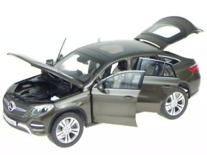 【送料無料】模型車 モデルカー スポーツカー メルセデスクラスクーペシリトンブラウンモデルmercedes c292 gleklasse coupe citrin braun modellauto norev 118