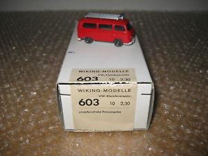 【送料無料】模型車 モデルカー スポーツカー ディーラーボックスバスwiking feuerwehr vw t2 bus im hndlerkarton q703