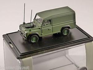 【送料無料】模型車 モデルカー スポーツカー land rover defender military 176 scale model oxford diecast