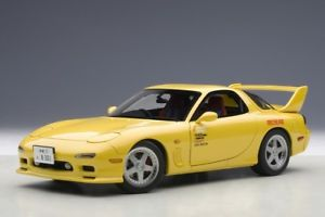 【送料無料】模型車 モデルカー スポーツカー マツダアニメーションフィルム118 autoart mazda efini rx7 fd3s animation film initial d 1992 140542