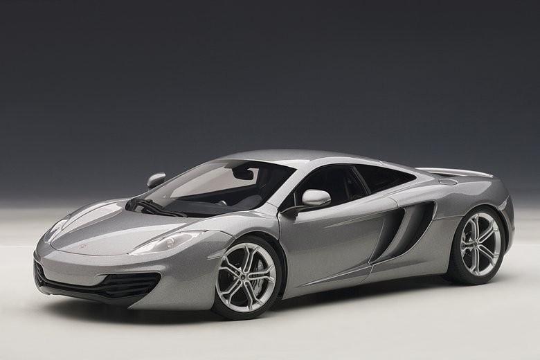 【送料無料】模型車 モデルカー スポーツカー マクラーレンシグネチャシルバーautoart 76007 118 signature mclaren mp412c metallic silver 2011