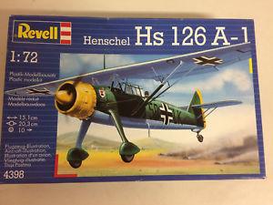 【送料無料】模型車 モデルカー スポーツカー プラスチックモデルキットスケールオープンボックスplastic model kit scale 1 72 revell n 4398 henschel hs 126 a1 in open box