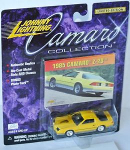【送料無料】模型車 モデルカー スポーツカー カマロコレクションシボレーカマロジョニーcamaro collection 1985 chevy camaro z28 yellow 164 johnny lightning