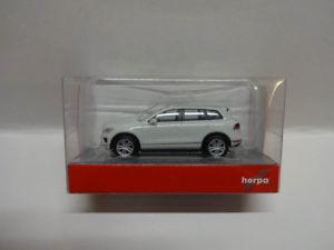 【送料無料】模型車 モデルカー スポーツカー フォルクスワーゲンピュアホワイトホワイトフォルクスワーゲンherpa 028479002 vw touareg pure white wei volkswagen 187 neu