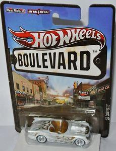 【送料無料】模型車 モデルカー スポーツカー シボレーコルベットホワイトゴールドホットホイールboulevard 1955 chevy corvette whitegold flames 164 hot wheels