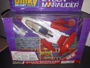【送料無料】模型車 モデルカー スポーツカー ビンテージカットステーションビンテージvintage diecastdinky toyszygon marauder with cutout space station vintage