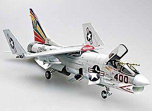 【送料無料】模型車 モデルカー スポーツカー プラスチックモデルキットタミヤf8e crusader fighter 132 plastic model kit trumpeter