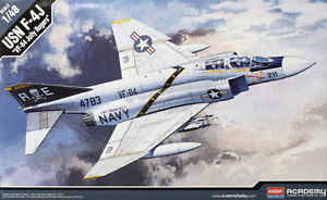 【送料無料】模型車 モデルカー スポーツカー アカデミーキットジョリーロジャースタイプacademy 148 kit aereo plane da montare usn f4j vf84 jolly rogers art 12305
