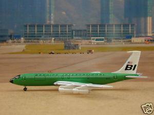 【送料無料】模型車 モデルカー スポーツカー グリーンカラーbraniff b707327c green color, 1400 gj