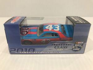【送料無料】模型車 モデルカー スポーツカー リチャードペティホールrichard petty 1974 dodge charger hall of fame 164 historical