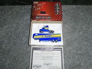 【送料無料】模型車 モデルカー スポーツカー デイルアーンハートラングラーホーラ196 dale earnhardt sr rcca wrangler hauler with coa