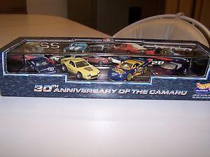 【送料無料】模型車 モデルカー スポーツカー ホットカマロホイールグッズhot wheels collectibles 1997 30th anniversary of the camaro 4 car set