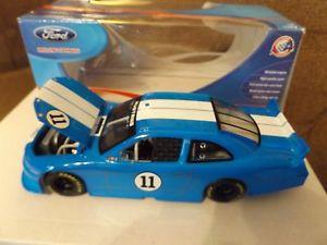 【送料無料】模型車 モデルカー スポーツカー フォードマスタングストライプアクションford mustang 2011 blue with white stripes action 124 2011 free shipping