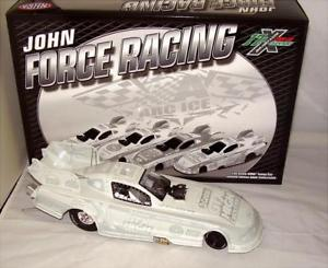 【送料無料】模型車 モデルカー スポーツカー ジョンムスタングアクション124 2011 action nhra mustang funny car castrol gtx john force ice 1922 nib